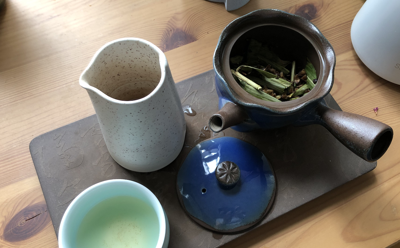 A photo of my tea tray, with a kyusu tea pot.